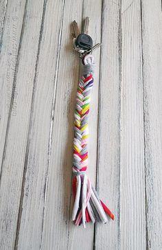 How to make a T-shirt Bone Braid Keychain by @Amanda Snelson Snelson Snelson Snelson Formaro - Crafts by Amanda