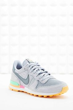 Nike - Baskets femme Internationalist grises