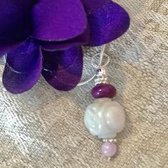 Healing Crystal Jewelry, Crystal Meanings, Love And Light, Pearl Earrings, Gemstones, Crystals, Purple, Trending Outfits, Unique Jewelry