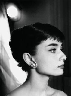 """Audrey Hepburn. Photographes 1955 – 1966″"