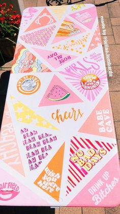 Painted Beer Pong Table VSCO: – Presents for girls Beer Table, Diy Table, Custom Beer Pong Tables, Fun Drinking Games, Do It Yourself Baby, Diy Cadeau, Beer Girl, Cooler Painting, D House