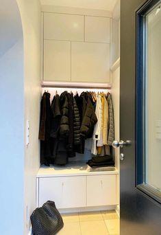 IKEA-Hack: Stauraumlösungen wie vom Schreiner für den Flur & Co. | SoLebIch.de Ivar Regal, Ikea Hallway, Built Ins, Interior Inspiration, Ikea Hacks, Room, Closet, Home Decor, Dressing