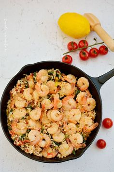 Creveţi cu orez sălbatic şi baby spanac | Bucate Aromate Workout Meal Plan, Cooking Recipes, Healthy Recipes, Fish And Seafood, Fish Recipes, Fitness Diet, Paella, Food Art, Pasta Salad