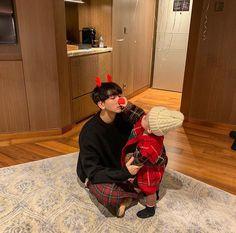 Read especial navidad: sanghun 🎄🎁 from the story mi sepsi novio coreano 💕🌝- by teelchan (teel chan) with reads. Cute Asian Babies, Korean Babies, Asian Kids, Cute Babies, Father And Baby, Dad Baby, Baby Kids, Baby Boy, Ulzzang Kids