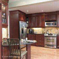 Armoires de cuisine classique teinte acajou 2, idée de décoration Beau regard