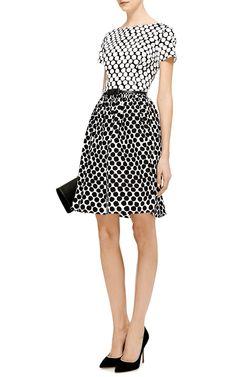 Printed Cotton-Blend Dress by Oscar de la Renta - Moda Operandi - terrific mix of geometric prints. Little Dresses, Pretty Dresses, Dresses For Work, Short Dresses, Latest Fashion Design, Black White Fashion, Modern Outfits, Classy And Fabulous, Office Fashion