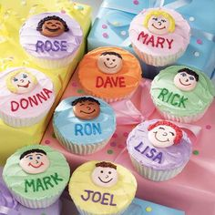 Family Forever Cupcakes - Here´s a family tree that´s good enough to eat. Adults and children alike will love that you´ve decorated their images on this fun dessert centerpiece. Great for family reunions, picnics and parties.