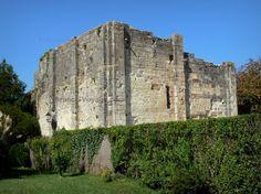 Montignac-Charente:+Donjon+(vestige+de+l'ancien+château) - France-Voyage.com