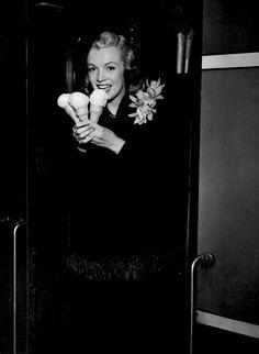 Even celebrities scream for ice cream: Marilyn Monroe.