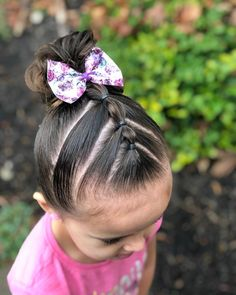 Today we are joining we did triangle parts with bubble ponies in between with a messy bun. This… Today we are joining we did triangle parts with bubble ponies in between with a messy bun. Lil Girl Hairstyles, Girls Hairdos, Cute Little Girl Hairstyles, Princess Hairstyles, Braided Hairstyles, Little Girl Ponytails, Toddler Hairstyles, Short Hairstyles, Easy Hairstyles For Kids