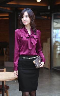 2013 most fashional OL wind commuter professional womens clothing shirt jacket www.be warm winter, we need warm coat ,so mordern down coat, my best loved moncler. Business Professional Attire, Professional Wear, Business Attire, Business Fashion, Business Casual, Business Women, Blouse En Satin, Bow Tie Blouse, Blouse Outfit