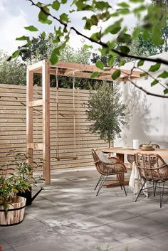 Private terrace with Holzschaukel, Terrasse mit Kind, Privatgarten mit Kind, Stadtgarten mit Kind, Ideen small Diy Pergola, Pergola Swing, Pergola Plans, Pergola Roof, Small Pergola, Modern Pergola, Cheap Pergola, Outdoor Pergola, Covered Pergola