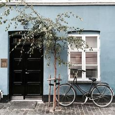Black doors with blue walls Exterior Colors, Exterior Design, Interior And Exterior, Future House, My House, Black Doors, House Colors, Curb Appeal, Entrance