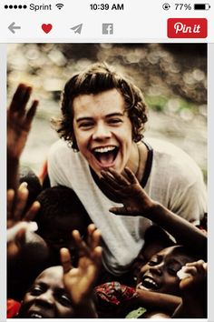 One Direction 20 Day Challenge! Day One: Favorite picture of Harry: Reason why is because it shows the humanity. It is the side of Harry I wish the media would cover instead of who he might be dating, and gossip, moving to L. Niall Horan, Zayn Malik, I Love One Direction, Louis Tomlinson, X Factor, I Love Him, My Love, Treat People With Kindness, Actor