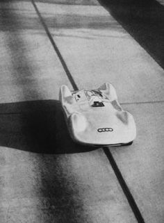 Auto-Union: world speed records Auto Union, Vw Group, Ferdinand Porsche, Old Race Cars, Audi Sport, Vintage Race Car, Porsche Cars, Car And Driver, Courses