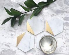 Gold Dipped Carrara Marble Coasters, Set of 4 by ElizabethWalz on Etsy https://www.etsy.com/no-en/listing/271298284/gold-dipped-carrara-marble-coasters-set