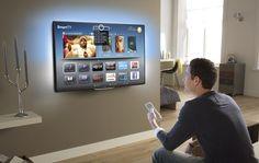 Televisor muy grande y tecnologíco colgado en la pared.