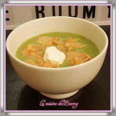 Cette soupe fera sans doute partie de mes recettes de soupes favorites de l'hiver 2017/2018 C'est ce que j'appelle une soupe repas car elle contient des protéines. Comme je suis le programme weight watchers j'ai limité la quantité de saumon fumé mais...