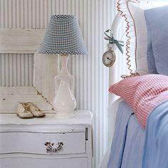 White & Blue & Sometimes Red ~ Cottage Bedroom Estilo Cottage, Red Cottage, Cottage Living, Cozy Cottage, Cottage Style, Cottage Bedrooms, Farmhouse Bedrooms, Cottage Porch, Shabby Bedroom