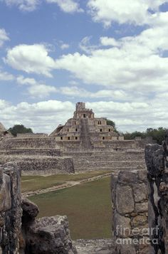 Building of the Five Levels at the Mayan ruins of Edzna, Campeche, Mexico. This pyramid is an example of the Puuc style of Classic maya architecture.