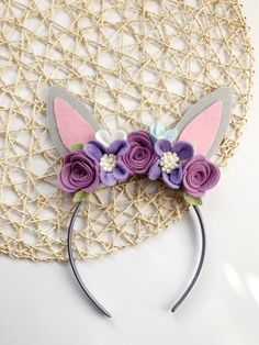 felt flower headbands These beautifully sweet bunny ears are made with gray colored felt and accented with different shades of purple and lavendar with a pop of cream and pale blu Diy Baby Headbands, Felt Headband, Ear Headbands, Flower Headbands, Bunny Ears Headband, Flower Hair, Felt Flowers, Fabric Flowers, Felt Bunny