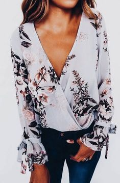 Gorgeous floral top. Perfect for spring or a summer night out