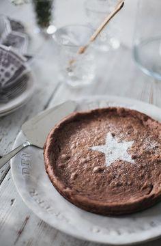 Angus' favourite cake: Kladdkaka, all dressed up for christmas Helt enkelt | Inredning – Foto – Inspiration