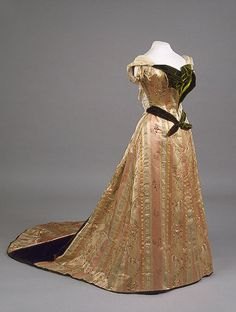 Worth evening dress of Empress Maria Fyodorovna, 1890's  From the State Hermitage Museum