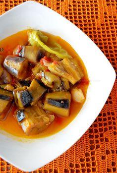 Οι μελιτζάνες που βάλαμε το καλοκαίρι ακόμα βγάζουν καρπό!!!!!!!! Αυτό κι αν είναι θαύμα!!!!! Μαζέψαμε Thai Red Curry, Ethnic Recipes, Food, Essen, Meals, Yemek, Eten