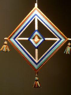 Ojo de Dios - N°4 - 38 cms. God's Eye Craft, Art N Craft, Hobbies And Crafts, Diy And Crafts, Gods Eye, Spirograph, Wool Art, Camping Crafts, Mandala Art