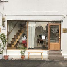 cr: on ig Food Cart Design, Cafe Design, Japanese Aesthetic, Korean Aesthetic, Aesthetic Pics, Korean Coffee Shop, Coffee Shop Counter, Korean Cafe, Coffee Shop Aesthetic