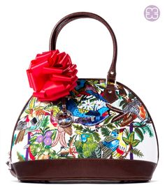 This Kitty bag made from a incredible huipil from Santiago, Atitlán it's the perfect Valentine's gift #valentines