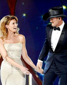 """Tim McGraw, Faith Hill Duet at ACM Awards: """"Meanwhile Back at Mama's"""" - Us Weekly"""