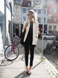Look para o trabalho todo preto com blazer branco.