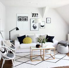 Ich habe einen neuen Teppich. :smile: Selbst gemacht! Auf den schlichten weißen Flickenteppich habe ich Rauten gepinselt und ich bin sehr glücklich mit dem Ergebnis. Zusammen mit meinem neuen weißen Bemz-Sofabezug hab ich jetzt gefühlt ein komplett neues Wohnzimmer.! (Das DIY zu dem Teppich könnt ihr auf meinem Blog nachlesen)