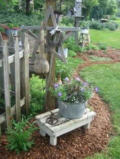 awesome 35 Decorating Garden Design Ideas with Pallet Garden Bench https://wartaku.net/2017/06/16/35-decorating-garden-design-ideas-pallet-garden-bench/