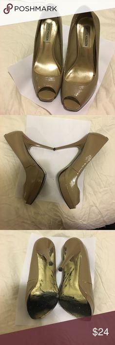 Steve Madden nude peep toe heels  size 7 Steve Madden nude peep toe heels  size 7 Steve Madden Shoes Heels