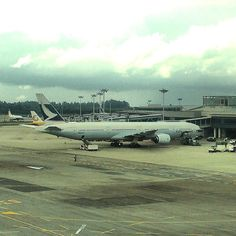 #boeing #b777 is huge. #cathaypacific #changiairport