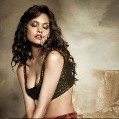 Esha Gupta Hot Picture