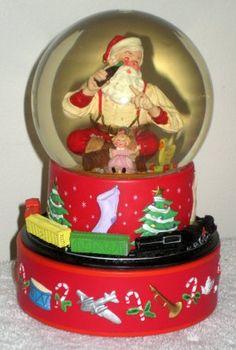 Santa Claus Coca-Cola Hallmark Musical Snow Water Globe Coke Moving Train Sundblom 2001 7 $12