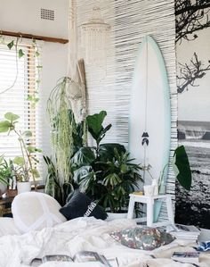 creating a bedroom oasis with luisa brimble + campaign for kawaiian lion bedroom beachy Beachy Room Decor, Surf Decor, Surfboard Decor, Surfer Bedroom, Room Ideas Bedroom, Girls Bedroom, Surf Theme Bedrooms, Girls Surf Room, Teen Beach Room