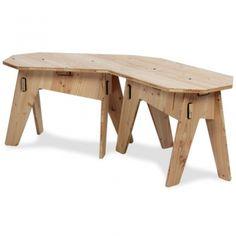 Die Eckbank Achteck ist, in Kombination mit dem Tisch Achteck, eine runde Sache. Gefertigt aus hochwertigen Douglasie-Vollholzplatten kann man sie sowohl drinnen als auch draußen flexibel nutzen. Und nach bedarf lässt sie sich immer wieder ab- und aufbauen.