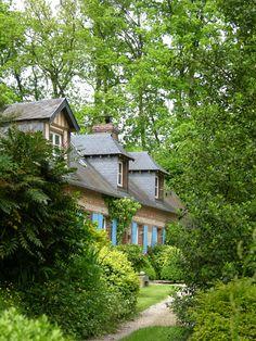 """Gîte au Jardin """"Les Prés Volets"""" à Envronville en Seine Maritime. M. et Mme Bonmartle vous ouvrent les portes de leur ancien clos masure et vous invite à venir découvrir leur potager bio, petites prairies bucoliques, mares, vergers... Toute l'année vous participerez à la fabrication de cidre maison, à la confection de confiture, à la dégustation de châtaignes grillées, etc. Crédit photo M. et Mme Bonmartel pour Gîtes de France Normandie http://www.gites-de-france-normandie.com/"""