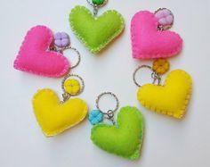 Felt Crafts Patterns, Felt Crafts Diy, Felt Diy, Fun Crafts, Arts And Crafts, Diy Shrink Plastic Jewelry, Pom Pom Bag Charm, Felt Keychain, Felt Bookmark