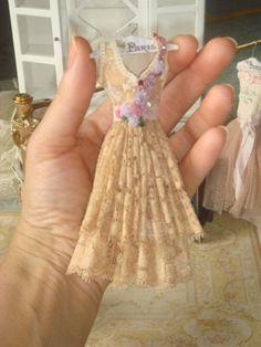 Dollhouse Old lace ladies dress. 1:12 dollhouse Miniature ladies complementes.