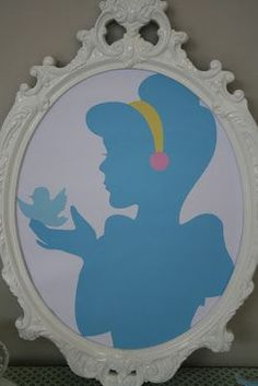 Print princess silhouettes in pretty frames for a simple princess themed room (macie's room, white frames, glitter princess cutout or vice versa) cute Cinderella princess party décor Cinderella Bedroom, Cinderella Theme, Cinderella Birthday, Princess Birthday, Cinderella Party Decorations, Cinderella Princess, Disney Princess Party, Princess Room, Princess Theme