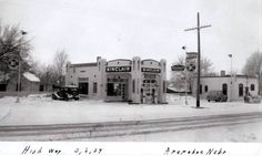 Sinclair gas station Ho Scale Trains, Gas Station, Photo Art, Chevy, The Past, Building, Outdoor, Outdoors, Buildings