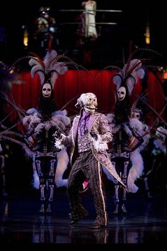Absolutely loved the skeleton/showgirl costumes when I saw Kooza.