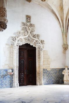 "Trip to Portugal - machedavvero.it, Alcobaça monastery and door in Renaissance ""Manueline"" Architectural Style #Portugal"
