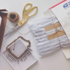 5 tips to ship items you've sold on Poshmark! www.mrsnayla.com